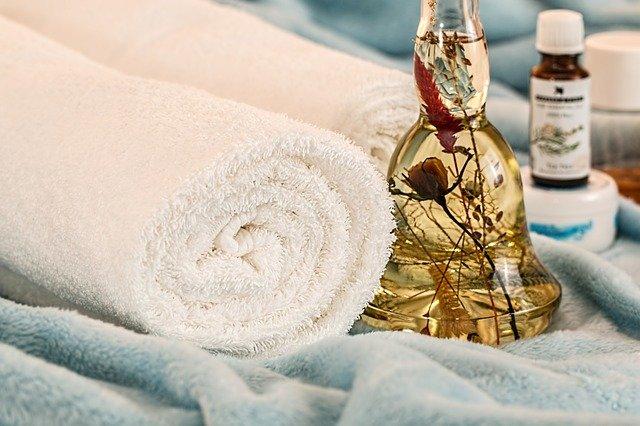 Aromathérapie et bienfaits des huiles essentielles en inhalation ou en massage